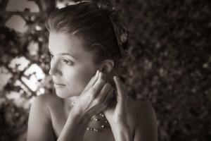 03 svatebni foto pripravy nevesty zvikovske podhradi svatebni fotograf