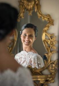 07 nevesta v zrcadle svatebni pripravy zamek mitrowicz svatebni fotograf ales motejl jihocesky kraj