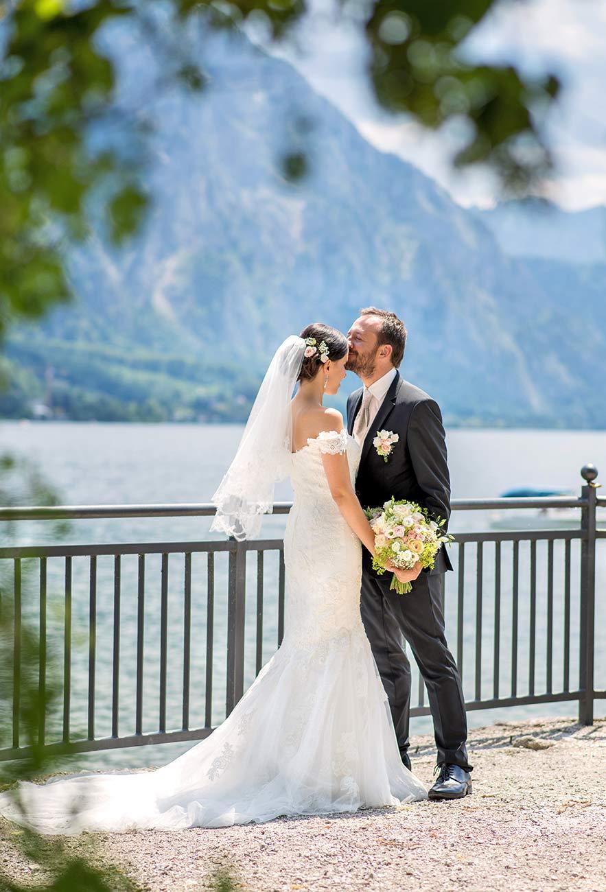 08 svatebni foto Brautigam und Braut am Traunsee gmunden