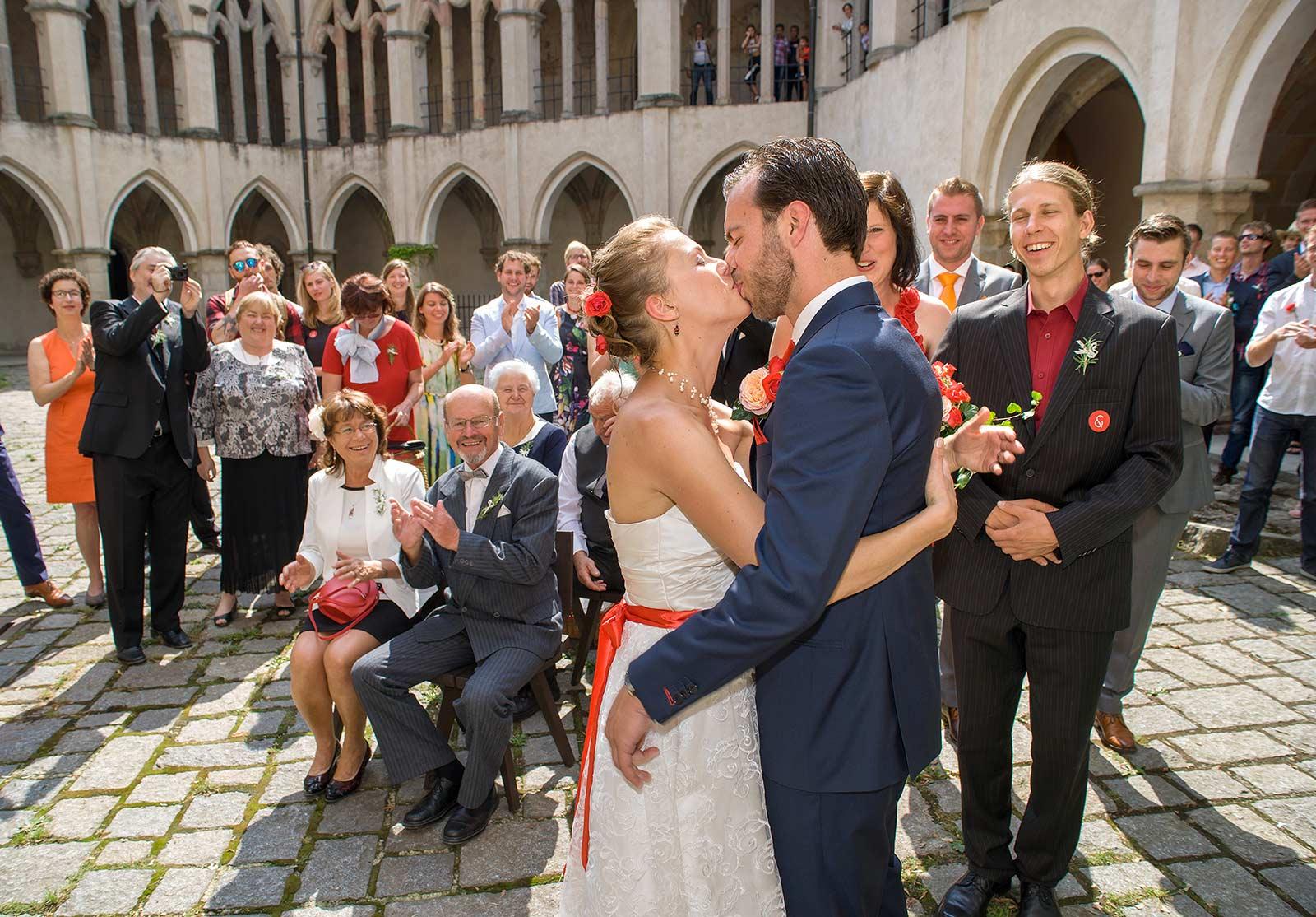 08 svatebni polibek zvikov svatebni fotograf ales motej