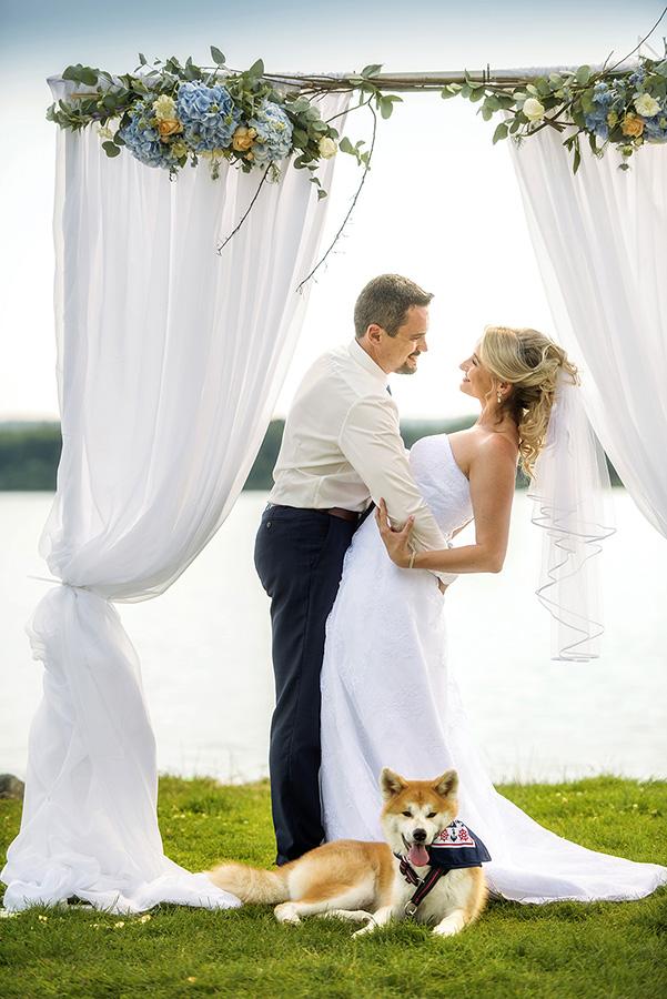12 nevesta s zenichem na lipne v dolni vltavice a svatebni pes svatebni fotograf ales motejl jihocesky kraj