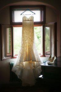 13 svatba v kajove saty pro nevestu svatebni fotograf ales motejl