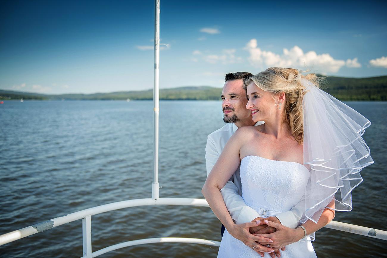 14 svatebni foto nevesta s zenichem lipno svatebni plavba ales motejl jihocesky kraj