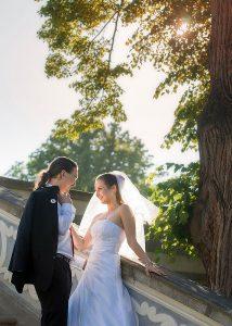 17 aranzovane svatebni foto cesky krumlov nevesta s zenichem v zamecke zahrade v ceskem krumlove svatebni fotograf ales motejl jihocesky kraj