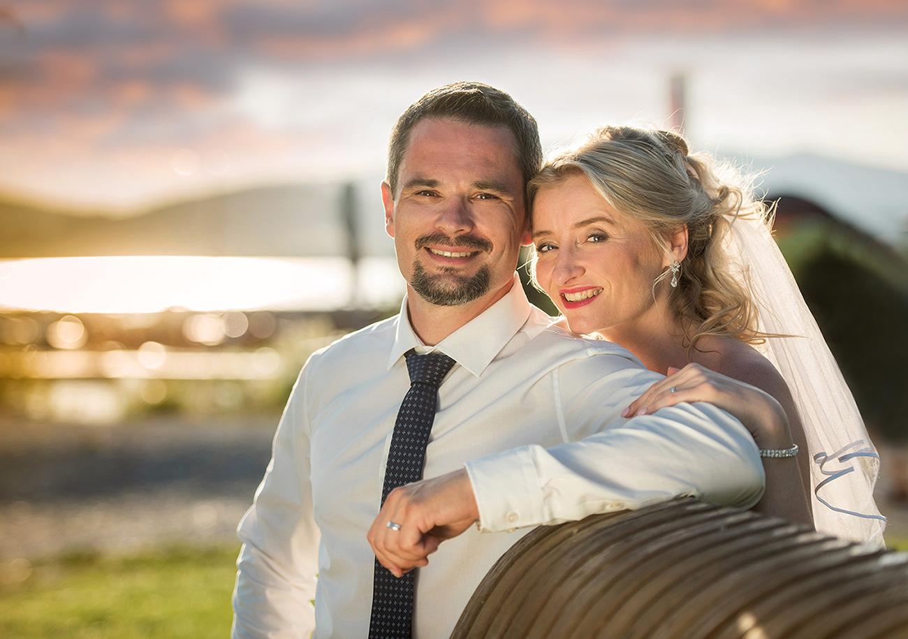 18 svatebni foto nevesta s zenichem lipno svatebcani a zapad slunce svatebni fotograf ales motejl jihocesky kraj