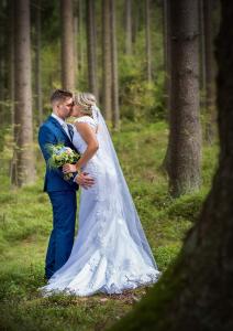 19 svatebni fotografie zenich a nevesta lipno nad vltavou okres cesky krumlov jihocesky kraj