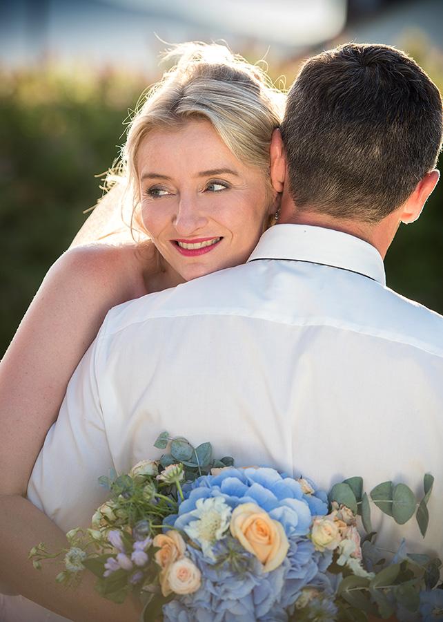 20 svatebni foto nevesta s zenichem lipno svatebni kytice svatebni fotograf ales motejl jihocesky kraj