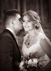 20 svatebni fotografie zenich a nevesta lipno nad vltavou