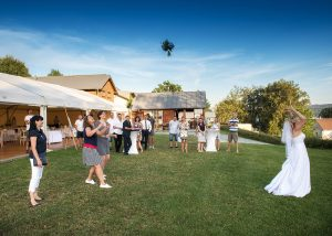 22 svatebni foto nevesta s zenichem lipno hazeni svatebni kytice svatebni fotograf ales motejl jihocesky kraj