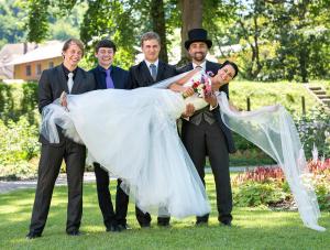 25 zenich a kamaradi s nevestou zamek mitrowicz svatebni fotograf ales motejl jizni cechy