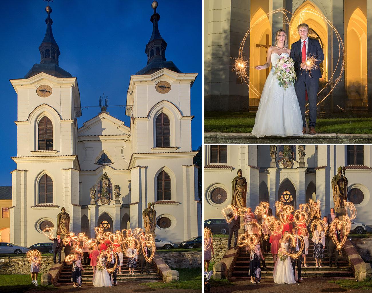 27 klater zeliv svatebni skupina s prskavkamii svatebni foto svatebni fotograf ales motejl 1
