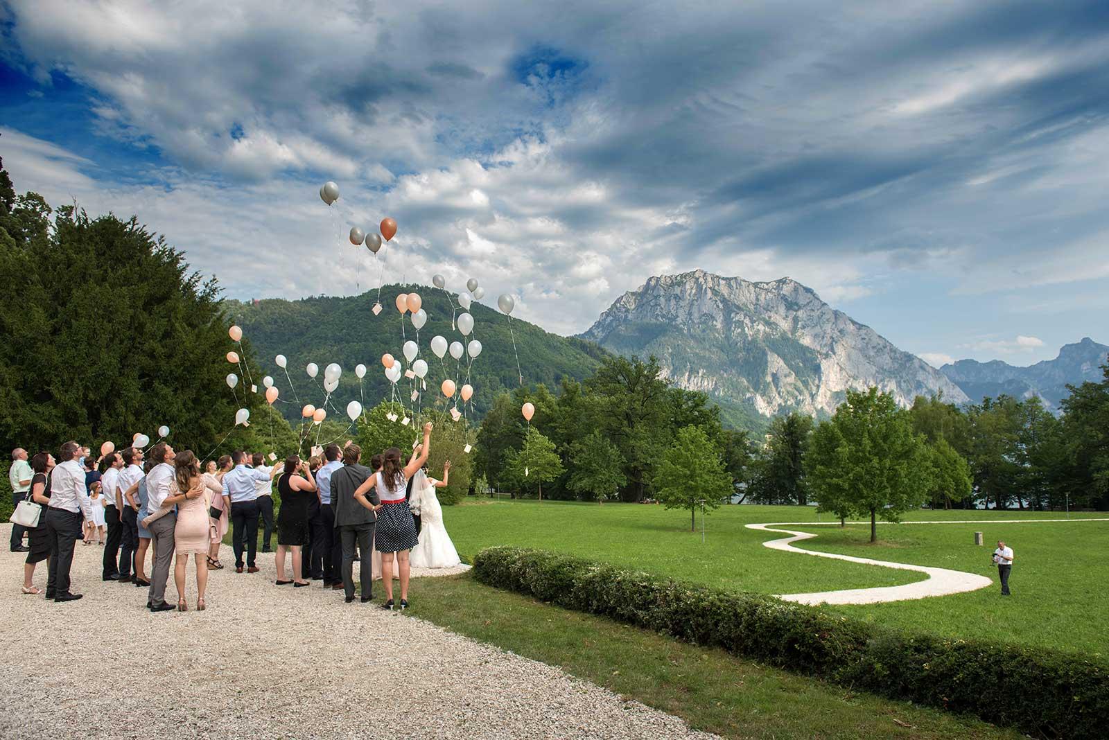 33 svatebni foto pousteni balonku svatebni fotograf ales motejl jihocesky kraj