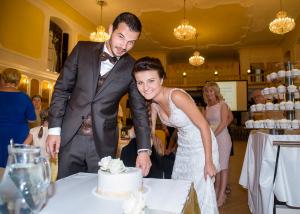 42 krajeni svatebniho dortu svatebni fotograf ales motejl jihocesky kraj 2
