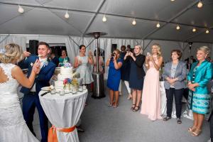 44 svatebni fotograf krajeni svatebniho dortu