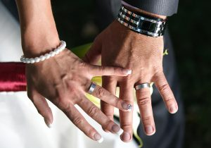 45 svatebni obrad detail s prstynky lipno nad vltavou svatebni fotograf ales motejl jihocesky kraj