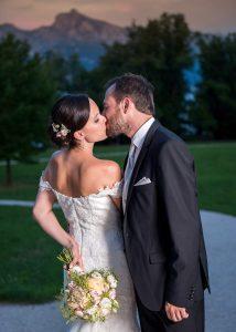 47 osterreich Hochzeitsfotograf Brautigam und Braut am Traunsee gmunden