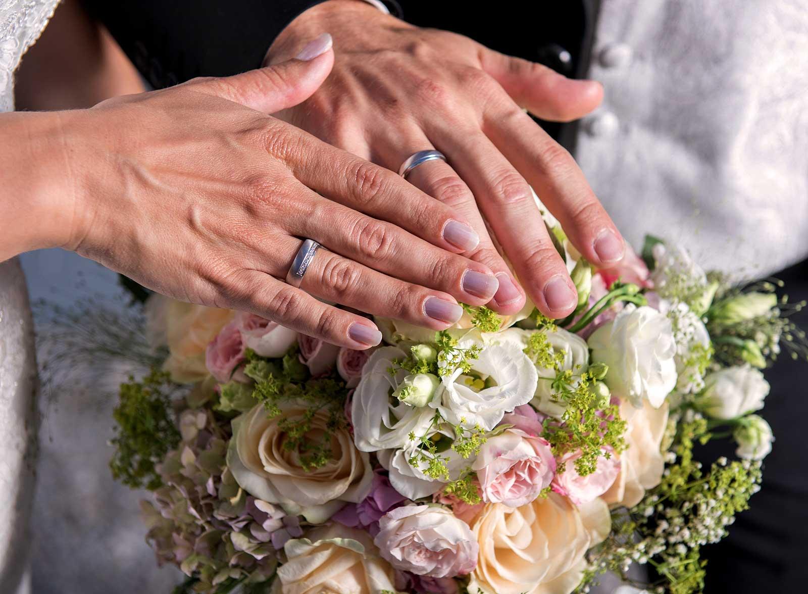 49 osterreich Hochzeitsfotograf am Traunsee Hochzeitsstrause gmunden