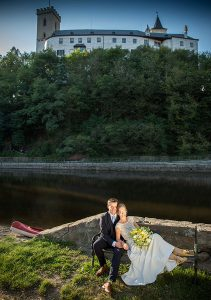 56 rozmberk nad vltavou nevesta a zenich jihocesky kraj svatebni foto svatebni fotograf ales motejl