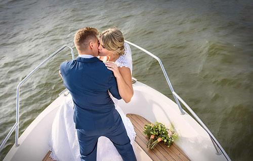 nahled svatebni fotografie na lodi lipno nad vltavou frydava okres cesky krumlov jihocesky kraj