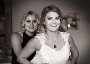 07-svatebni-pripravy-nevesta-a-adruzicka-lipno-nad-vltavou-svatebni-fotograf-jihocesky-kraj