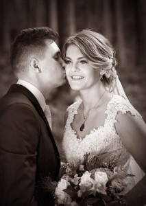 20-svatebni-fotografie-zenich-a-nevesta-lipno-nad-vltavou