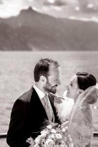 10-svatebni-fotograf-svatebni-foto-Bräutigam-und-Braut-am-Traunsee-gmunden