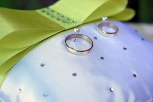 06-svatebni-prstynky-rozmberk-svatebni-fotograf-ales-motejl-jihocesky-kraj
