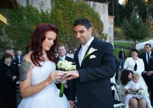 09-svatebni-obrad-vymena-prstynku-rozmberk-nad-vltavou-svatebni-fotograf-ales-motejl-jihocesky-kraj