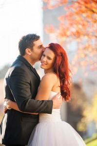 29-zenich-a-svatebni-polibek-neveste-rozmberk-nad-vltavou-svatebni-fotograf-ales-motejl-jizni-cechy
