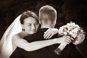 28-nevesta-miluje-zenicha-svatebni-fotograf-ales-motejl-ceske-budejovice-jizni-cechy