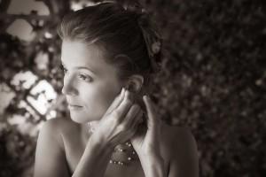 03-svatebni-foto-pripravy-nevesty-zvikovske-podhradi-svatebni-fotograf-