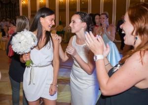38-svatebni-foto-hazeni-svatebni-kytice-svatebni-fotograf-ales-motejl-jihocesky-kraj