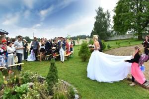 02-venkovni-svatebni-orad-cesky-krumlov-svatebni-fotograf-ales-motejl-jihocesky-kraj