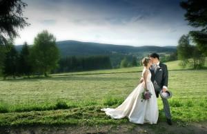 35svatebni-fotografie-sumava-cesky-krumlov-zlata-koruna-trebon-ceske-budejovice-jihocesky-kraj-jizni-cechy-svatebni-fotograf-lipno-nad-vltavou-potret-tehotenske-foto-svatby